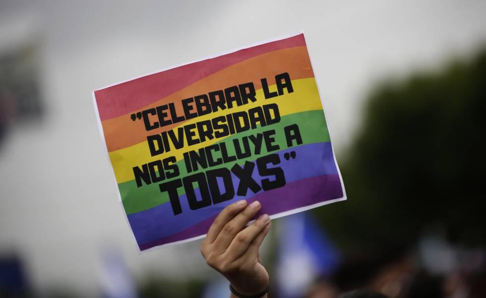 El cartel de un asistente en la última marcha del día del orgullo LGBTI en Managua (Nicaragua).