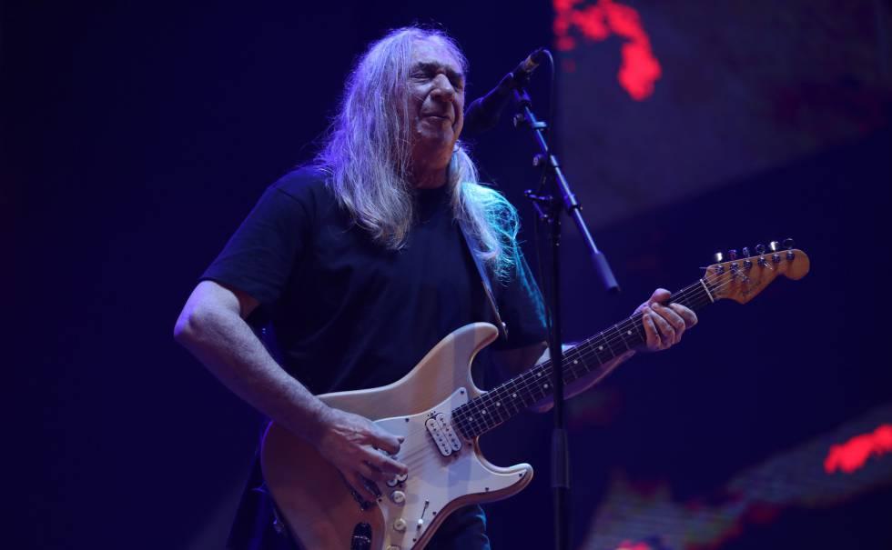 Rosendo Mercado, durante su concierto en el WiZink Center de Madrid.