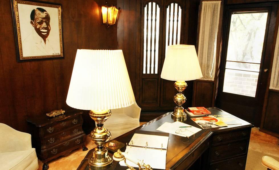 O estúdio de Louis Armstrong em sua casa no Queens, Nova York.