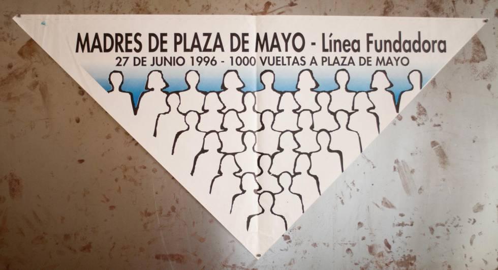 Póster de las Madres de la Plaza de Mayo para exigir información sobre sus hijos desaparecidos.