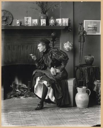 'Autorretrato como 'nueva mujer', de Frances Benjamin Johnston (1896).