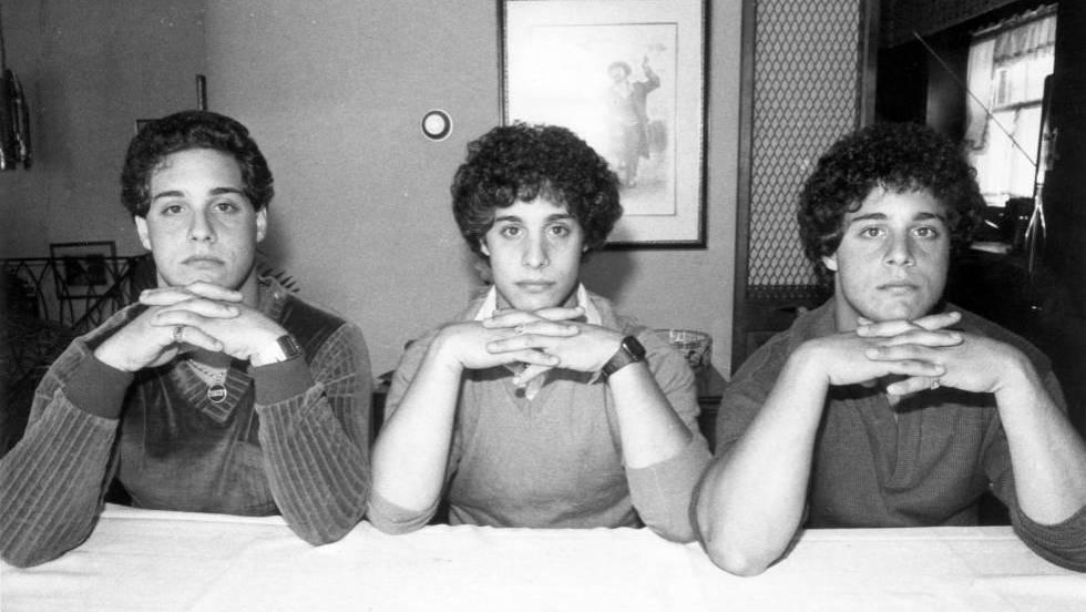 A partir da esquerda, Robert Shafran, David Kellman e Eddy Galland em 28 de setembro de 1980, em Nova York. (Getty Images/Richard Lee/New York Daily News Archive). Vídeo: trailer de 'Three Identical Strangers'.