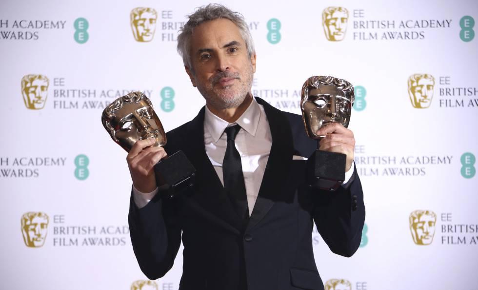 Alfonso Cuaron con los galardones británicos.