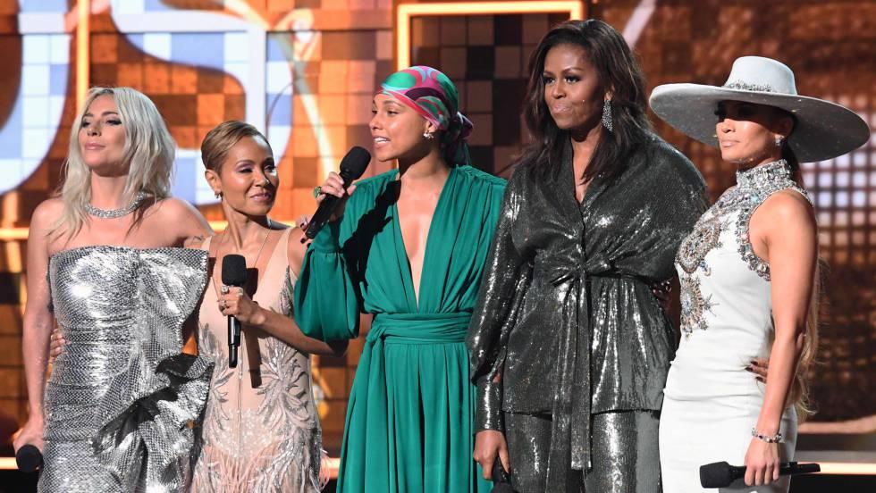 De esquerda a direita, Lady Gaga, Jada Pinkett-Smith, Alicia Keys, Michelle Obama e Jennifer Lopez, nos Grammy. Em vídeo, os melhores momentos da gala.