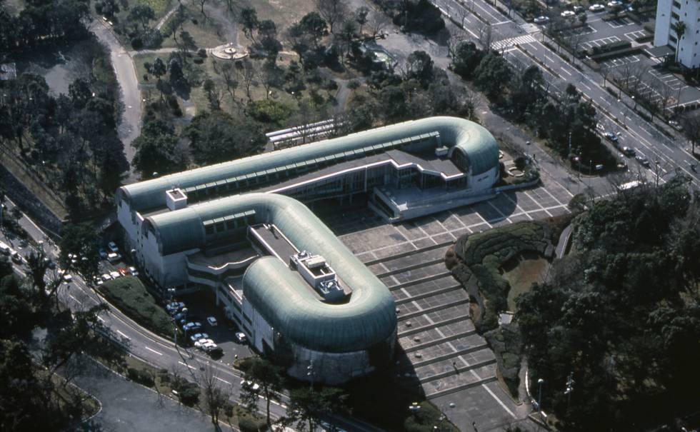 La biblioteca en Kitakyushu, uno de los máximos exponentes de la época Pop de Isozaki, concluida en 1974.