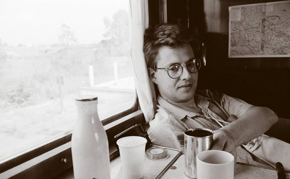 Stieg Larsson, en un vagón del Transiberiano en 1987.