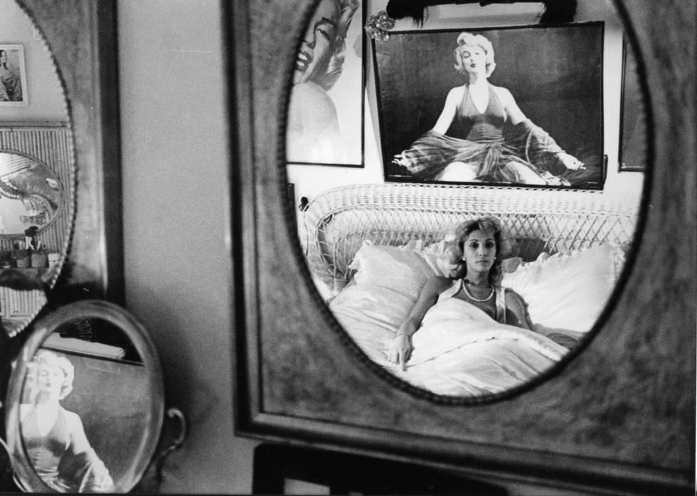 Un fotograma, con Nacha, del documental 'Vestida de azul' (1983), de Antonio Giménez Rico.