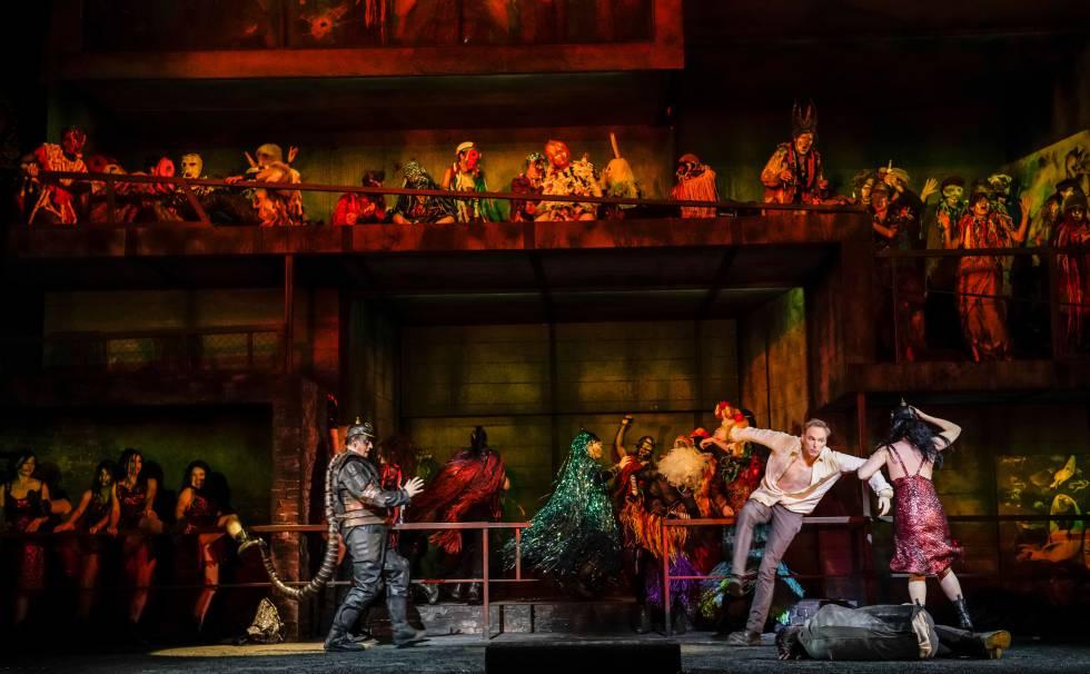 La gran fiesta babilonia de la tercera escena de la ópera. De izquierda a derecha, el hombre-escorpión (Andrew Watts), Tammu (Charles Workman) e Inanna (Susanne Elmark).