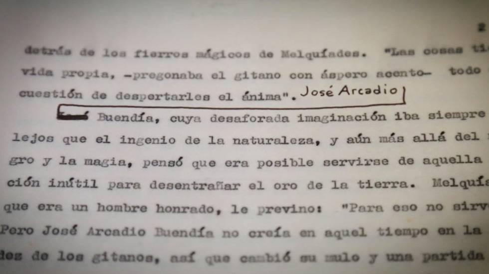 """Una de las copias del mecanuscrito original de """"Cien años de soledad"""" de Gabriel García Márquez con anotaciones a mano del autor."""