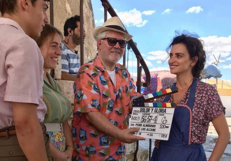 Pedro Almodóvar y Penélope Cruz, en el rodaje de 'Dolor y gloria'.
