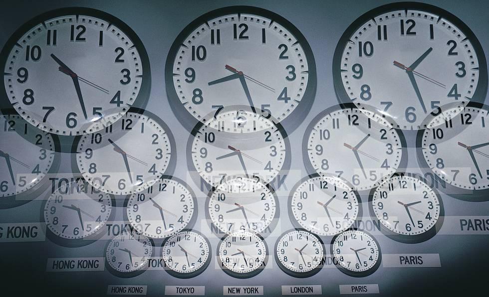 6fb6a7b0693e Relojes marcando la hora en diferentes ciudades del munod.
