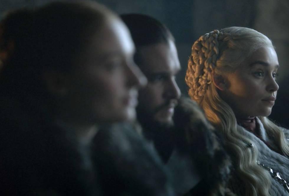Desde la izquierda: Sophie Tuner, en el papel de Sansa Stark; Kit Harington, como Jon Nieve; y Emilia Clarke, que interpreta a Daenerys Targaryen.