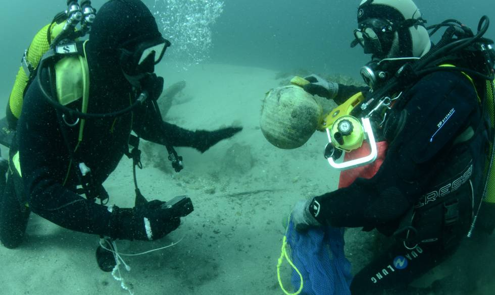 Trabajos de recuperación del galeón San Giacomo di Galizia, hundido frente a las costas de Ribadeo (Lugo)