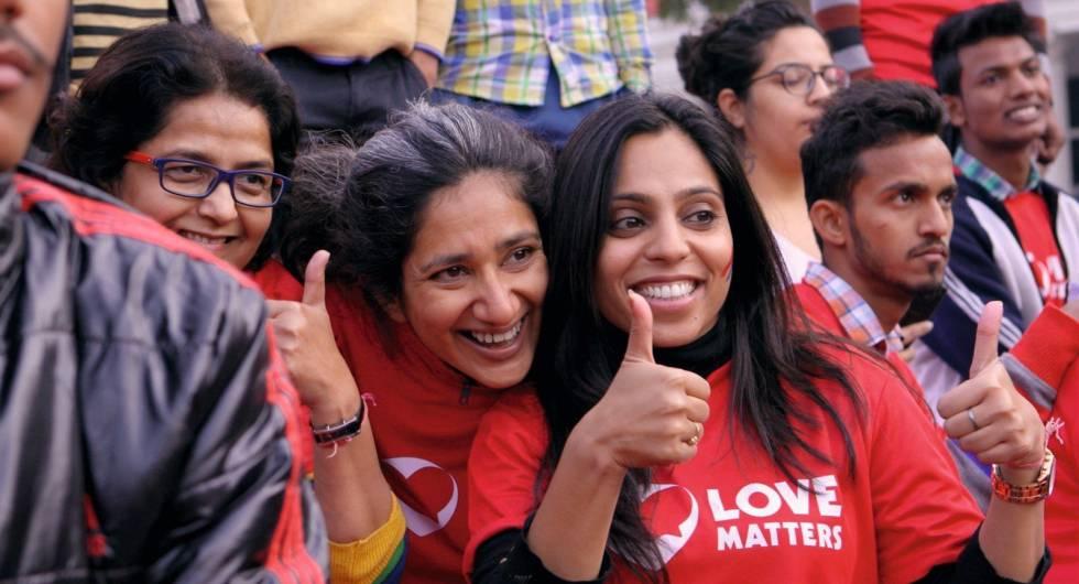 Vithika Yadav (derecha), en un fotograma del filme'.