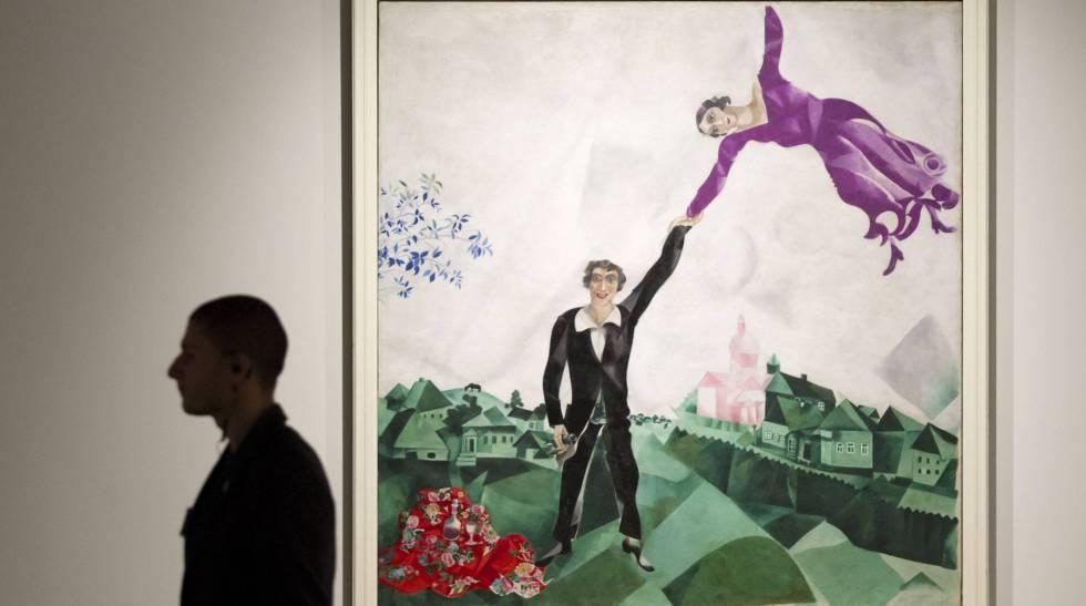 Óleo de 1917 titulado 'El paseo', en el que el autor bielorruso se retrata junto a su mujer, Bella. La obra fue expuesta en 2016 en el Museo Ruso de Málaga.