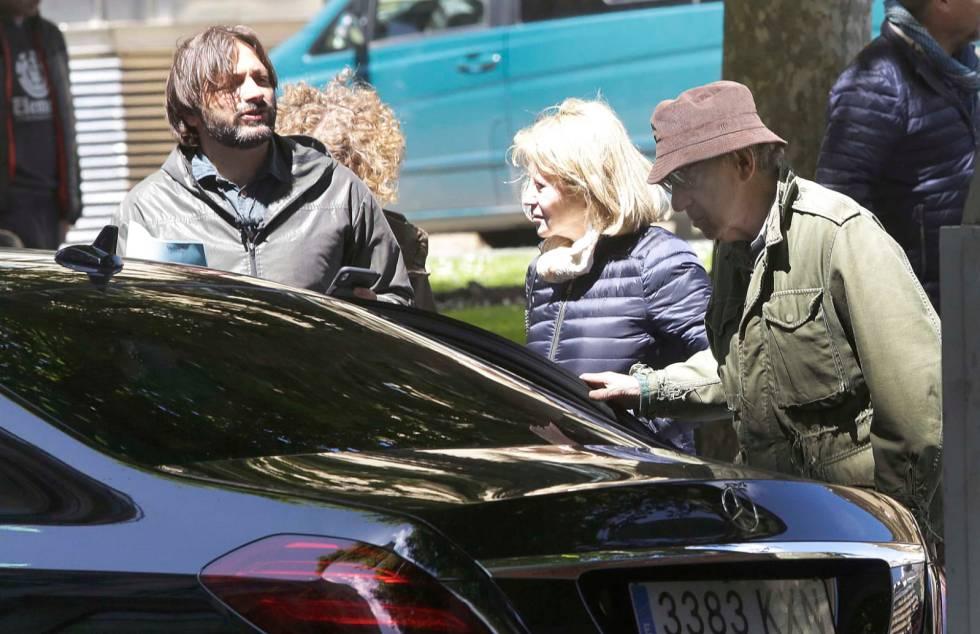 Woody Allen, junto a miembros de su equipo de rodaje, durante su visita a San Sebastián.