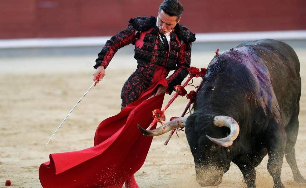 Grandes faenas de El Juli y Urdiales en Madrid bilaketarekin bat datozen irudiak