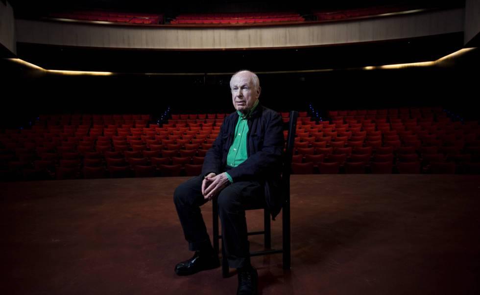 El director teatral Peter Brook, en los teatros del Canal de Madrid, en 2016.