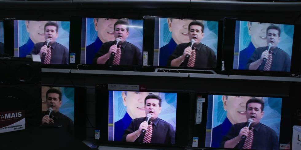 El presentador y diputado Wallace Souza en su programa.