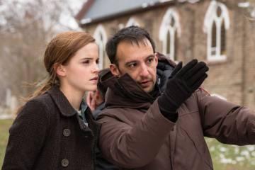 Alejandro Aménabar y la actriz Emma Watson en el rodaje de la película 'Regresion' (2015).