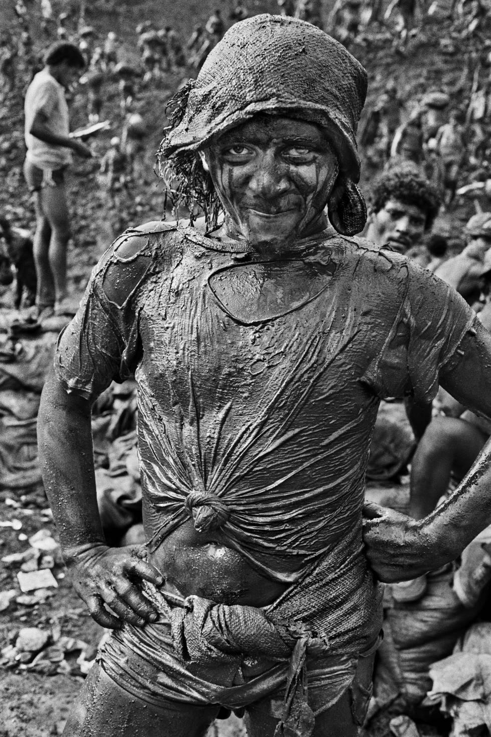 Una de las personas que llegó a Serra Pelada en la fiebre del oro, fotografiada en 1986.