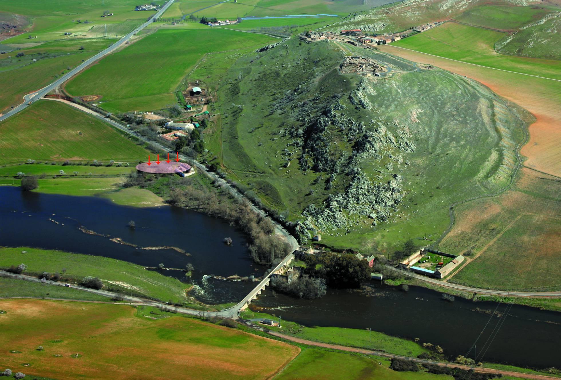 Cerro de Alarcos. A la izquierda, ubicación del yacimiento íberos