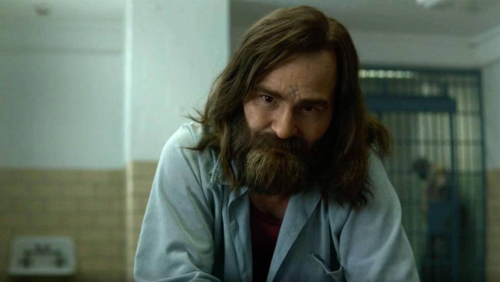 Damon Herriman como Manson no trailer de 'Mindhunter'.