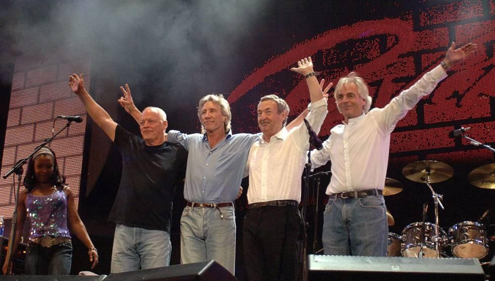 Gilmour, Waters, Mason y Wright saludan en el Live 8, en 2005.