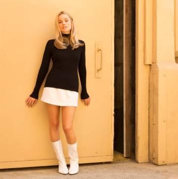 Margot Robbie, caracterizada como Sharon Tate en la película.