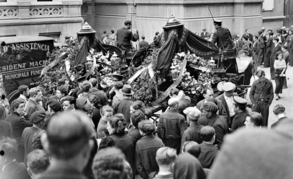 На этой недавно обнаруженной фотографии Кати Хорна показаны похороны анархистов Камилло Бернери и Франциско Барбьери в Барселоне в 1937 году.