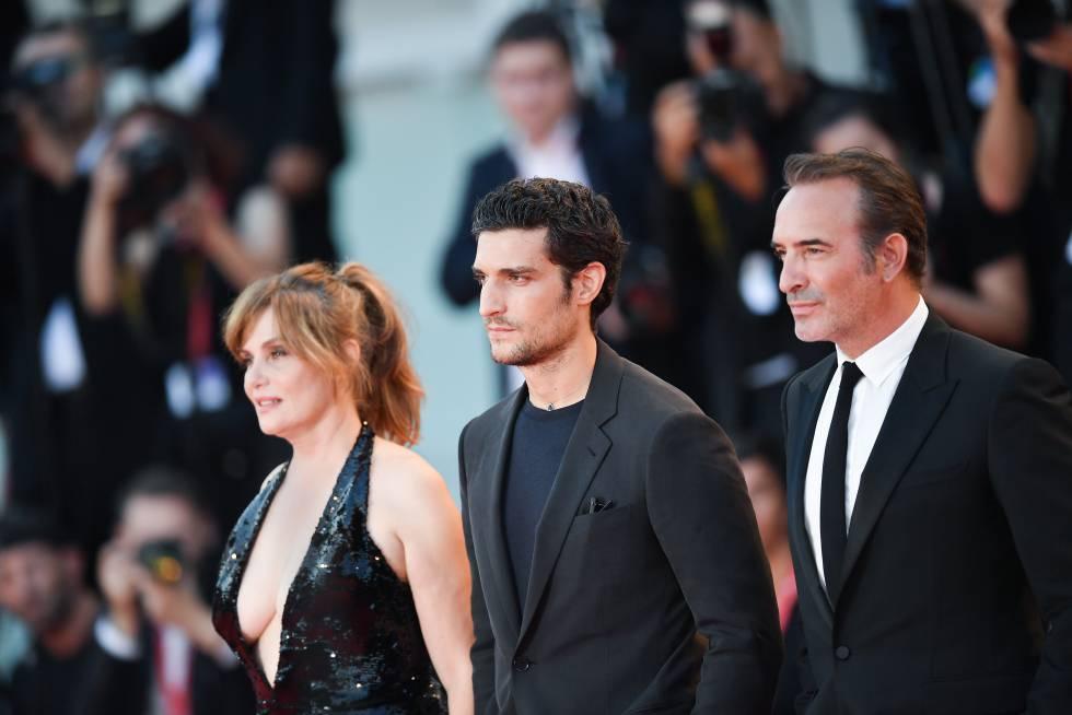 Desde la izquierda, Emmanuelle Seigner, Louis Garrel y Jean Dujardin, el viernes en Venecia.