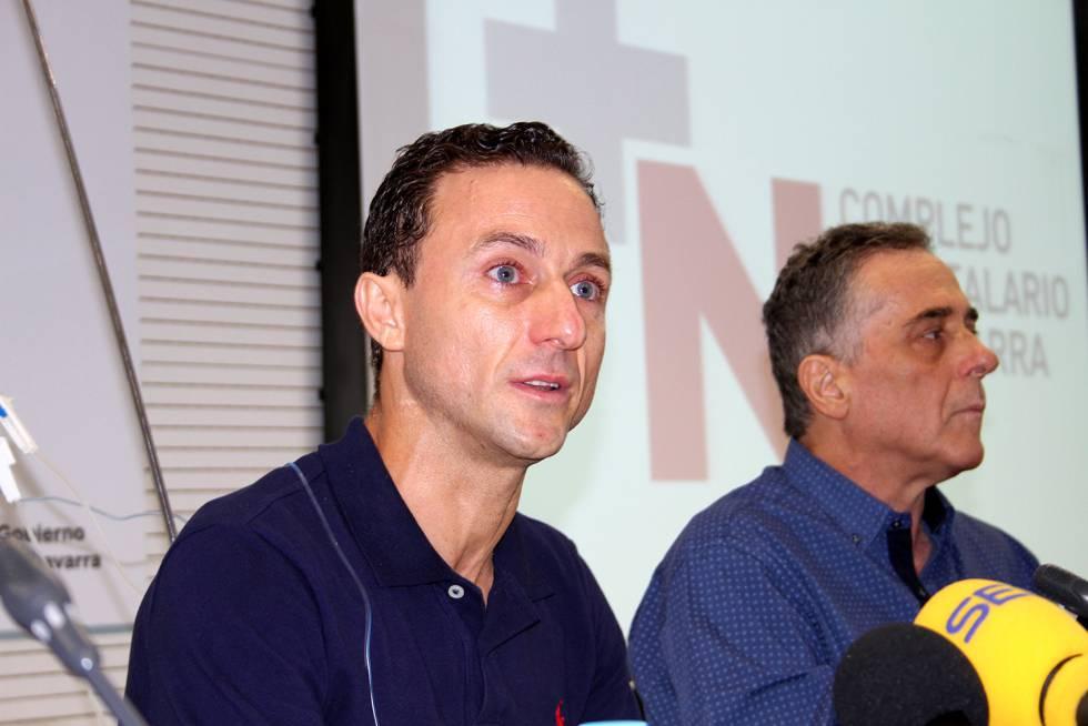 Rafaelillo, junto a Angel Hidalgo, cirujano jefe de la plaza de Pamplona.