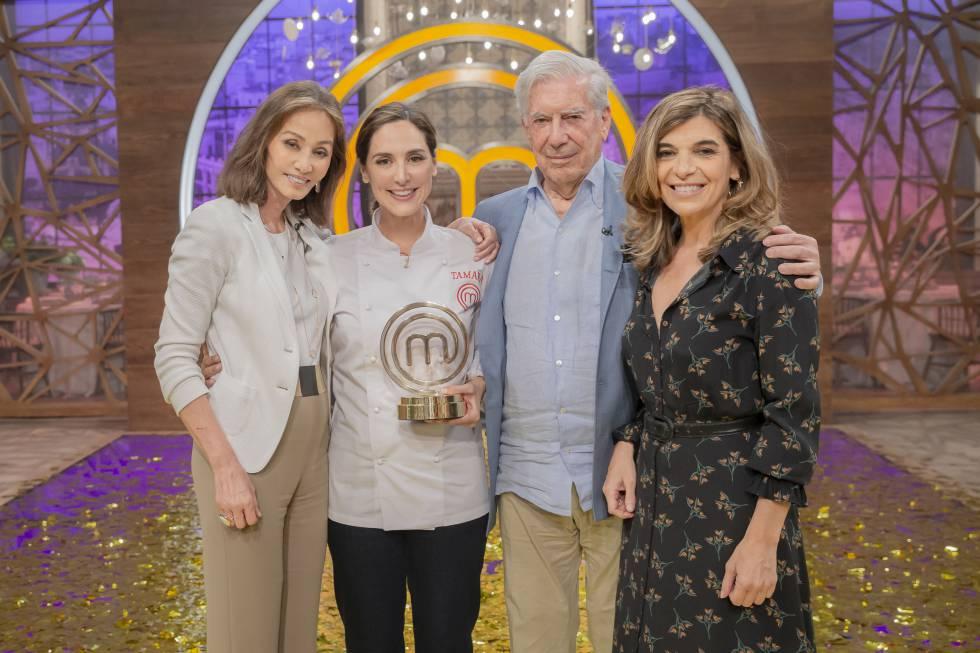 Isabel Preysler, Tamara Falcó, Mario Vargas Llosa and Xandra Falcó, after the final of 'MasterChef Celebrity'.
