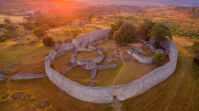 Los negros no construyen palacios y otras teorías racistas y falsas de la arqueología