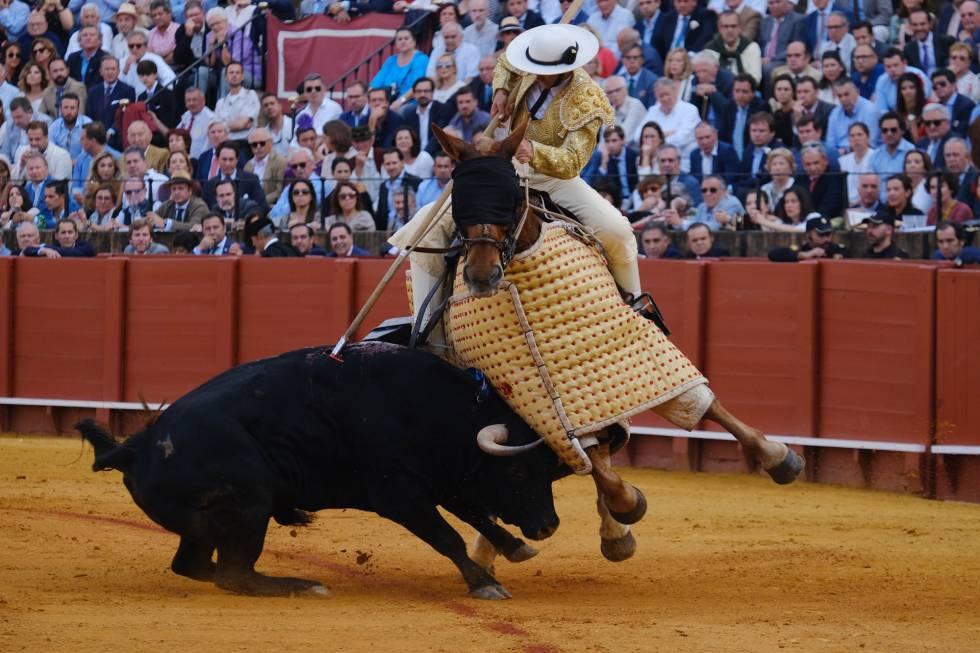 Uno de los encastados toros de Santiago Domecq, lidiados en la pasada Feria de Abril.