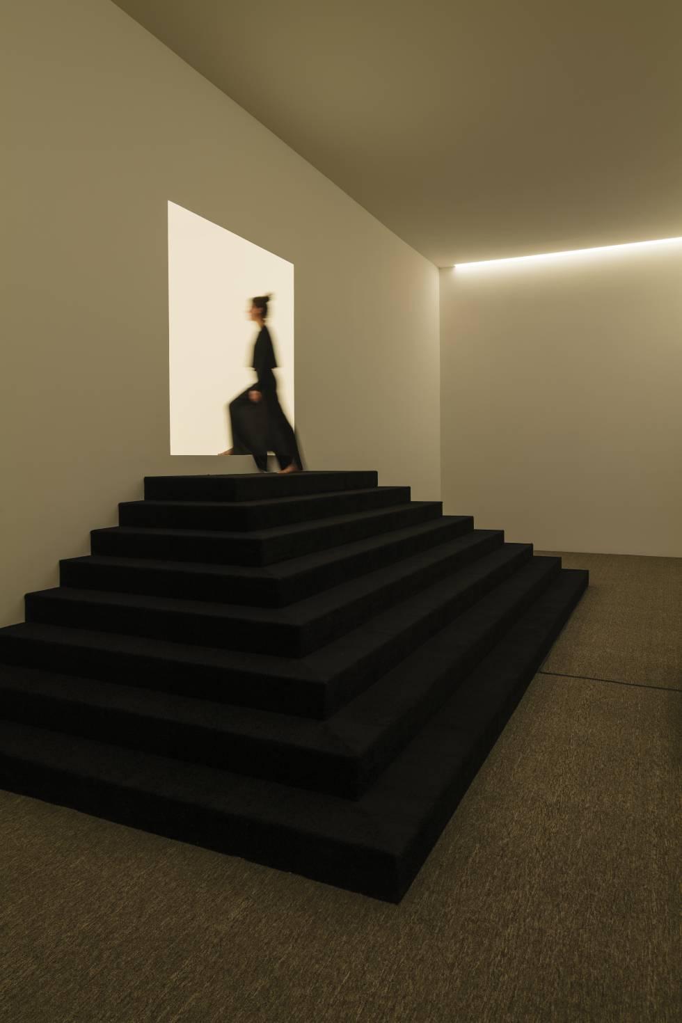 In his installation 'Ganzfeld', the artist recreates the phenomenon of loss of depth perception