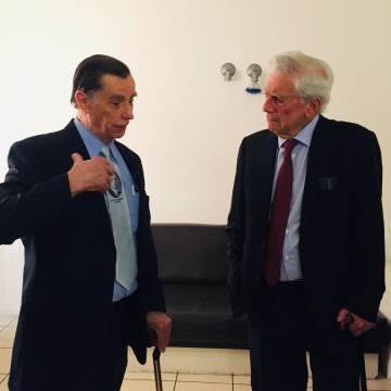 The writer Mario Vargas Llosa and Jacobo Árbenz, son of the former president of Guatemala