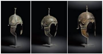 Tres de los cascos entregados a España.