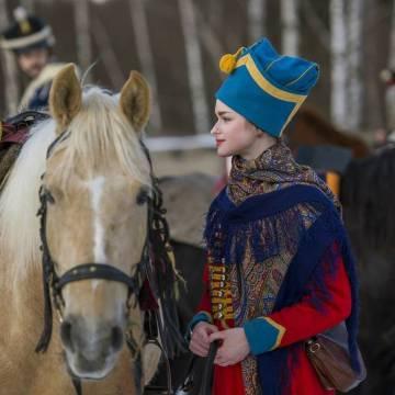 Anastasia Yéshenko, la joven asesinada por Sokolov, vestida de húsar en un acto de reconstrucción histórica.