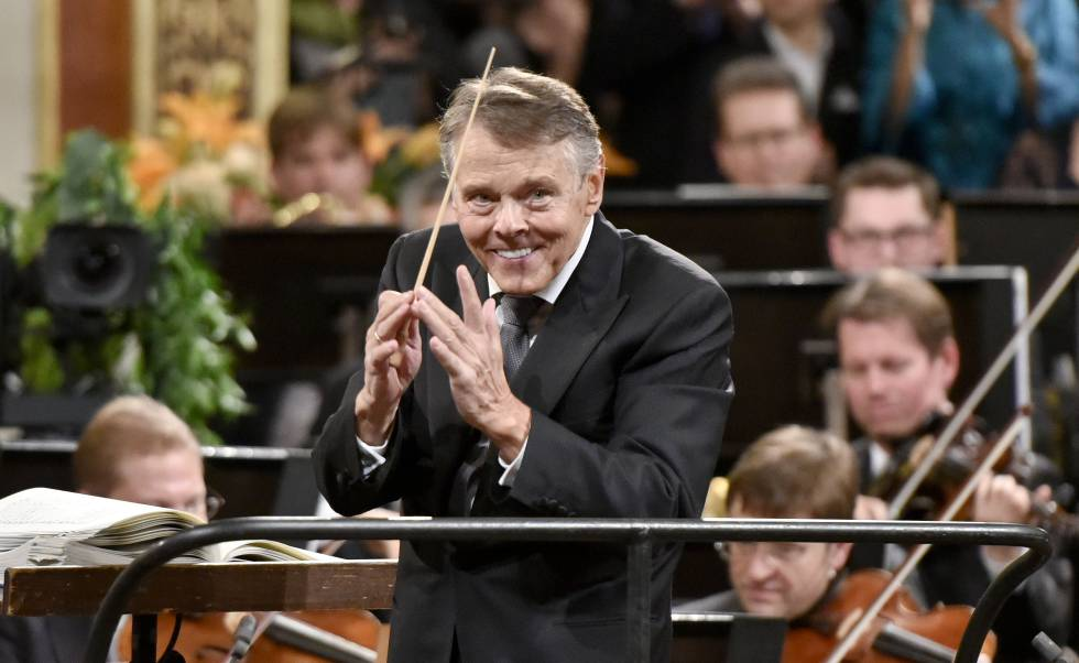 Latvian Mariss Jansons conducts the New Year's Concert on January 1, 2016.