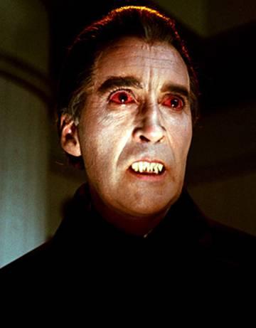 Christopher Lee intrepretó a Drácula en varias películas.