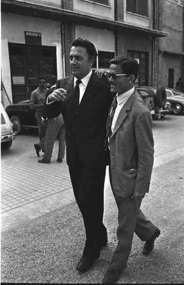 El cineasta, con el también director, poeta y escritor Pier Paolo Pasolini, en 1961.