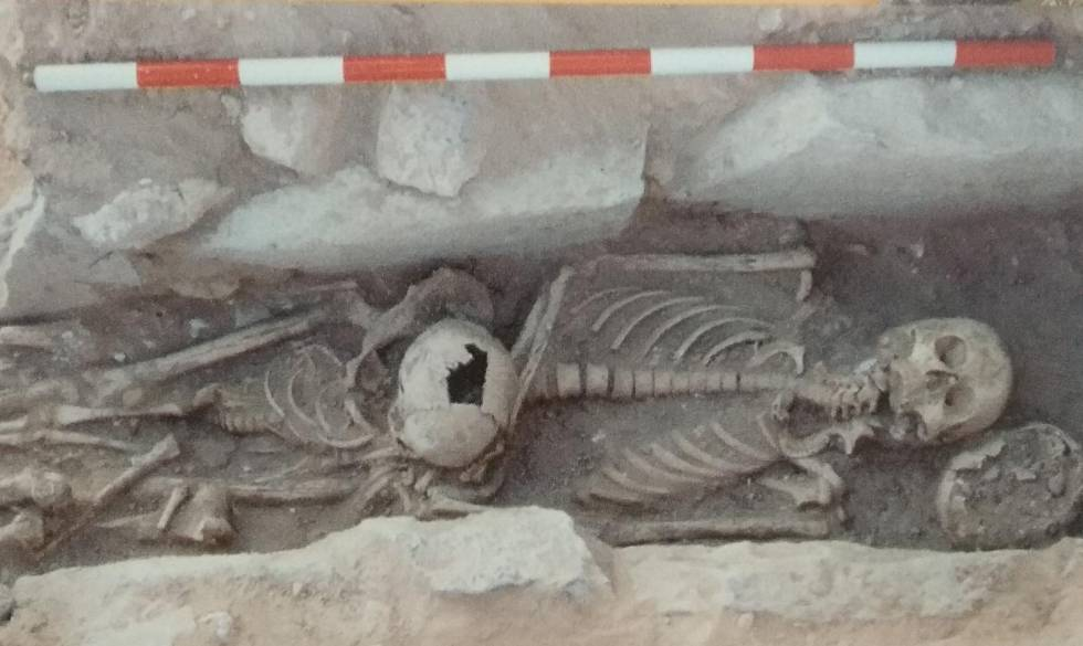 Two of the bodies found in the necropolis of the site.