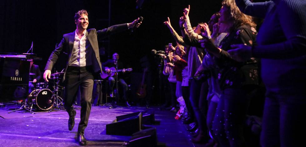 Bisbal sings for readers of EL PAÍS at Luchana Theaters.