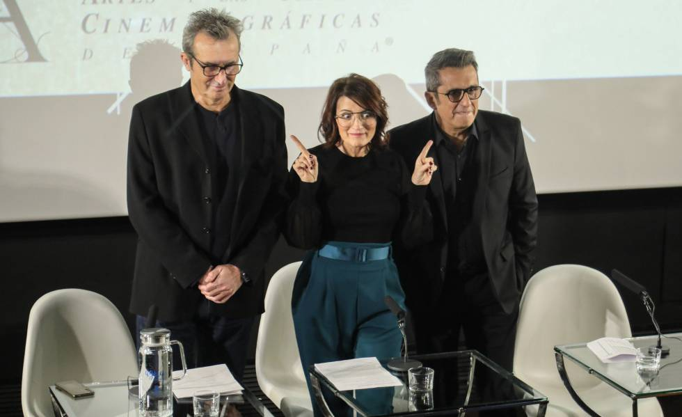 The president, Mariano Barroso, and presenters Silvia Abril and Andreu Buenafuente, at the Academy