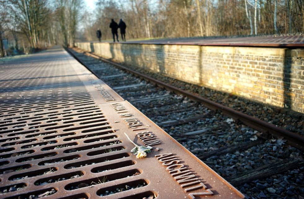 Monumento en la estación desde la que fueron deportados los judíos de Berlín.