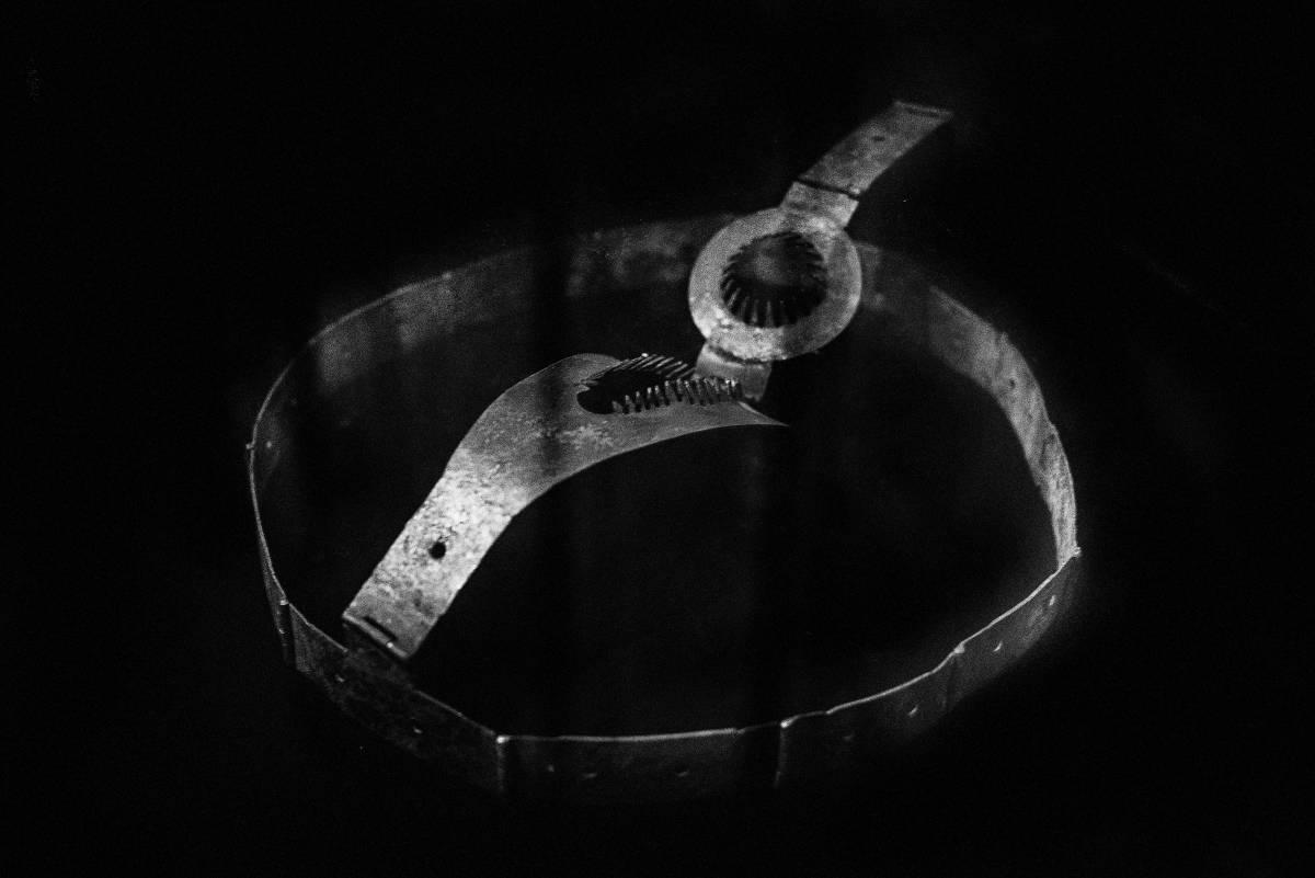 Cinturón de castidad fotografiado por Laia Aril.
