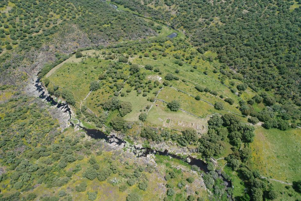 Aerial view of the Villasviejas de Tamuja site in Botija (Cáceres).
