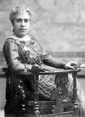 La escritora Caterina Albert i Paladís conocida como Víctor Catalá.