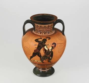 Aquiles matando a Pentesilea en un vaso griego de la exposición